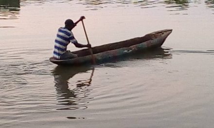 How an unemployed man uses a wooden boat to put bread on the table for his family of 41